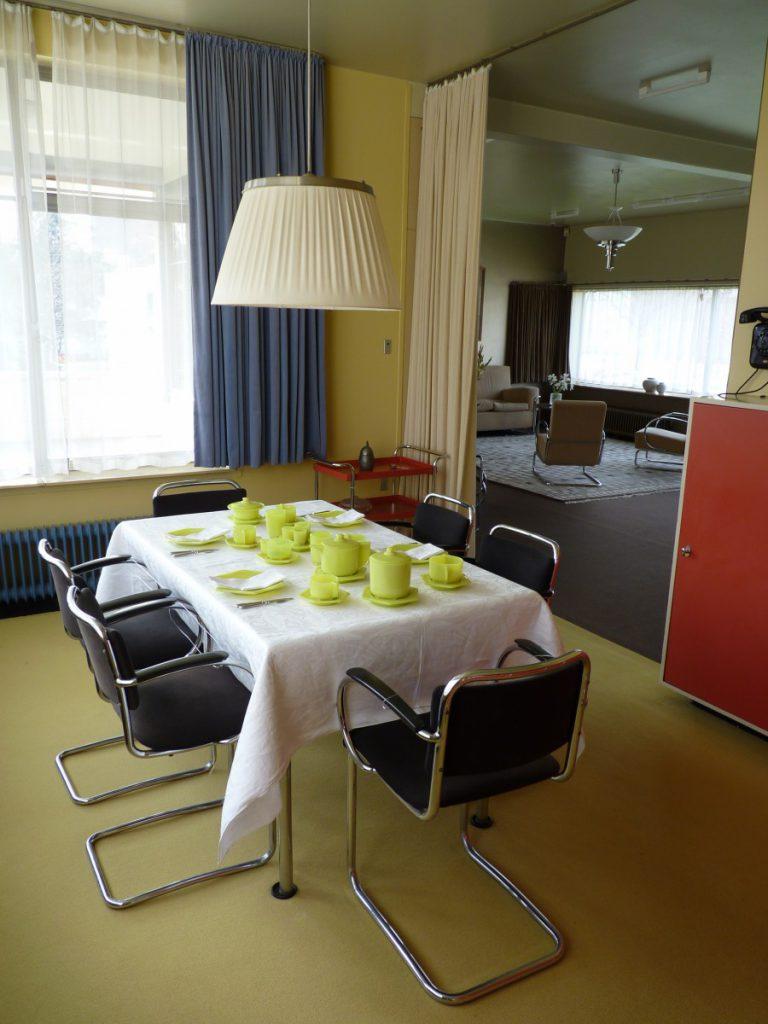 Das Esszimmer im Sonneveld House der Architekten Brinkmann udn Van der Vlugt (1933) in Rotterdam