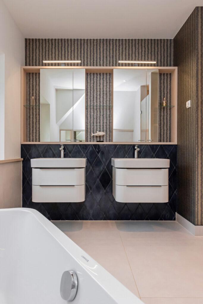 Neuer Doppel-Waschplatz
